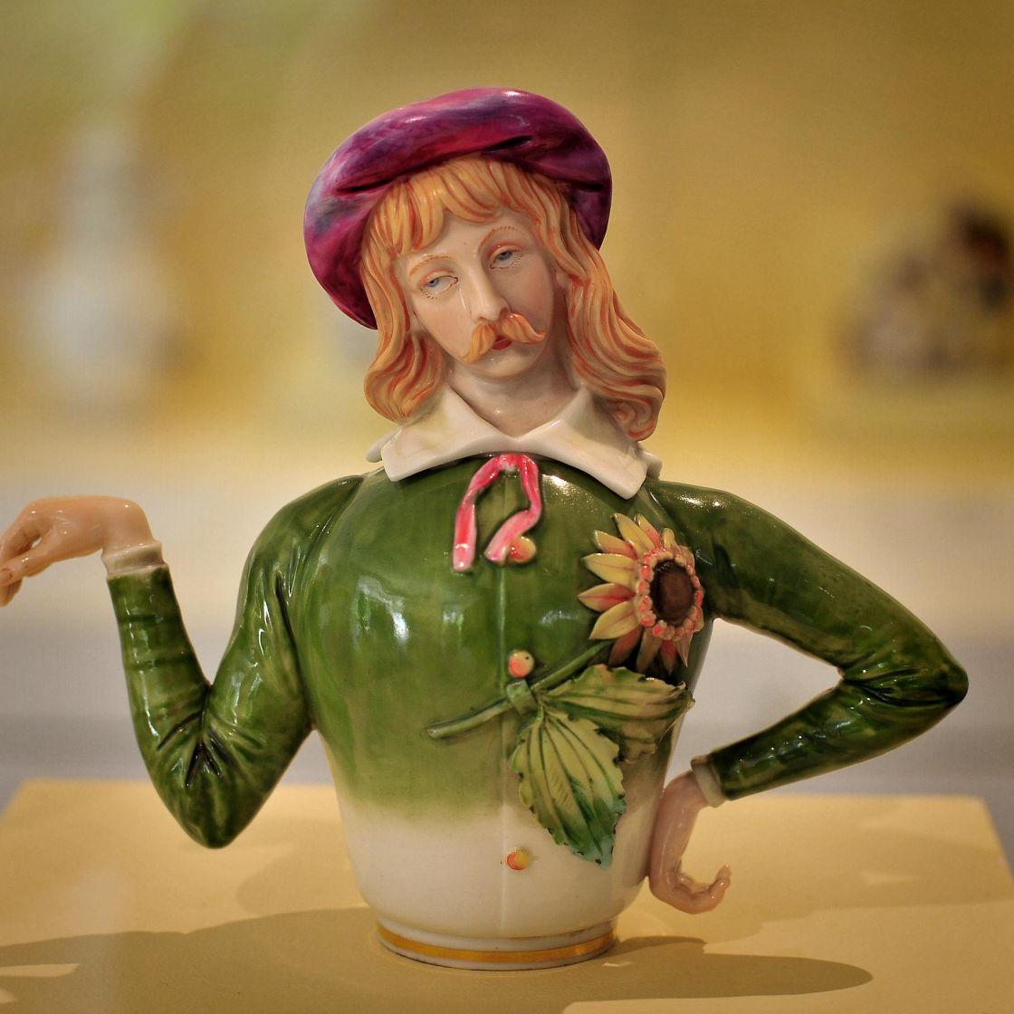 Aesthetic teapot