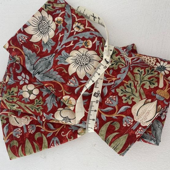 William Morris Fabric Napkins: Strawberry Thief Marigold RED