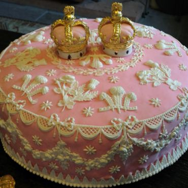 Twelfth-Cake-with-feathers